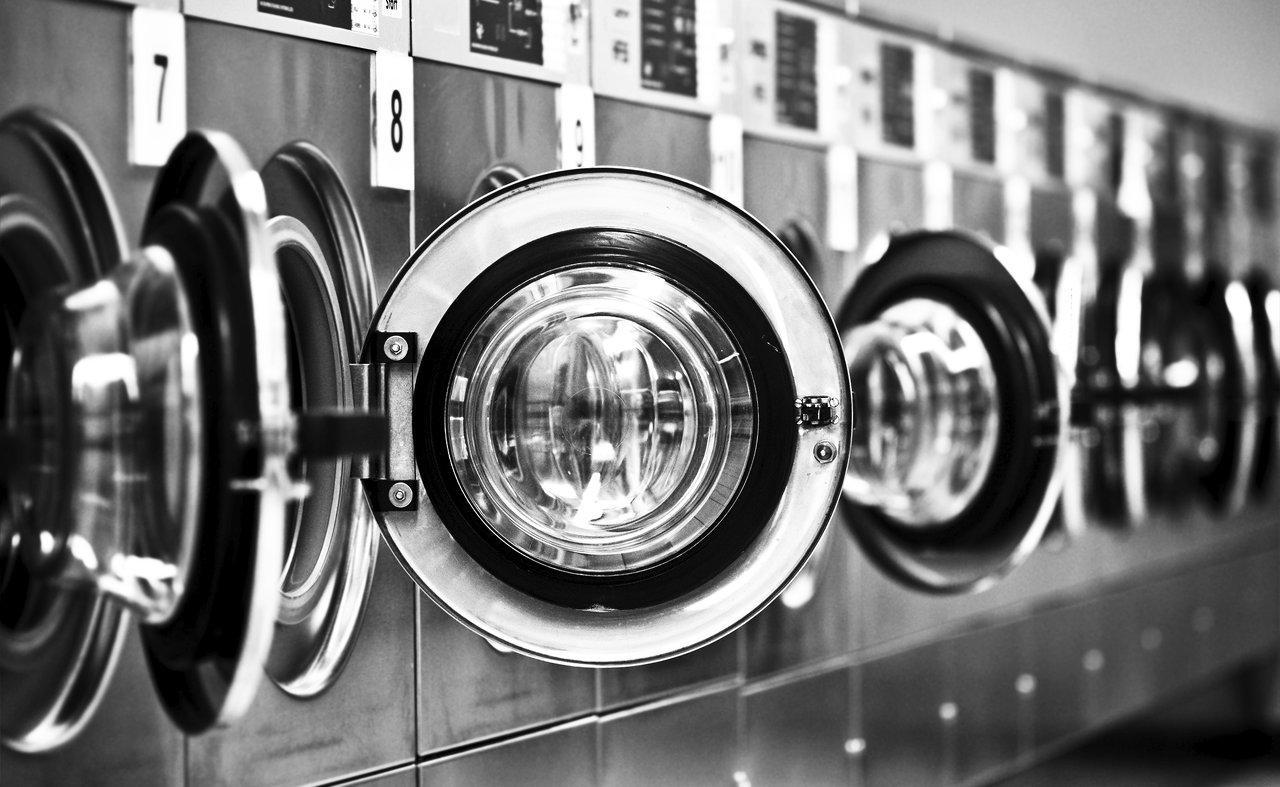 Почему стоит стирать спортивную одежду в химчистке?